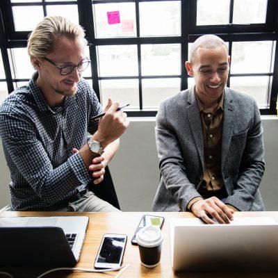brainstorming-coffee-colleagues-1076809